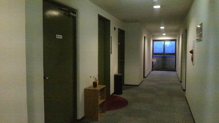 エレベーター前廊下