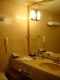 バスルームには一輪ざし