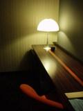椅子のオレンジもいいですが、デスクのラインもおしゃれ
