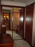 クローゼットの鏡張り扉