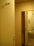 バスルームから通路を撮影