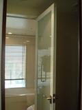 バスルームの扉