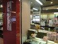 伊勢志摩の土産物が並ぶ売店