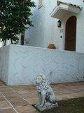 ヴィラ入口の獅子