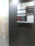 エレベーター内に館内案内