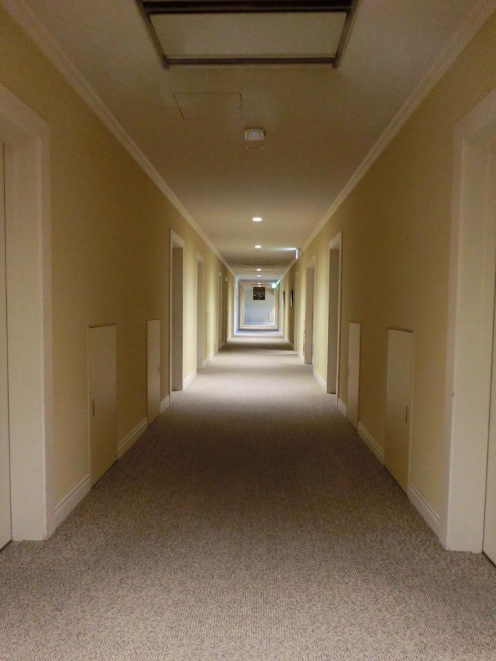 シンプルな廊下