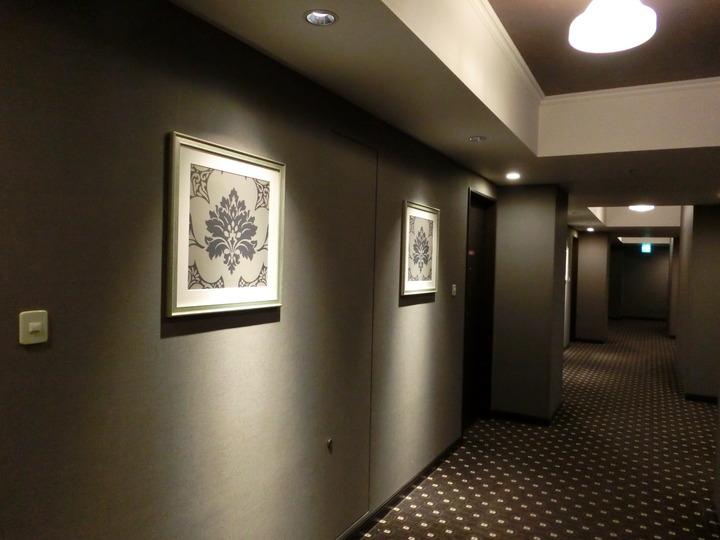 ホテル廊下も雰囲気あります