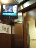 エレベーターの中にもモニター