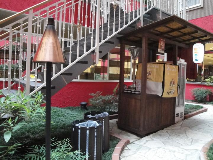 中庭にある生ビールコーナー