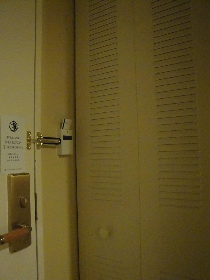 入口横にクローゼット