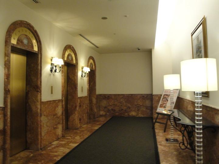 客室階行きエレベーター