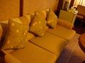花御殿のお部屋のソファー