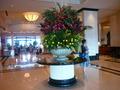 フロント前の豪華な生花