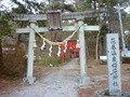 温泉稲荷神社があります。