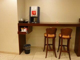 フロント前の珈琲マシンカウンター