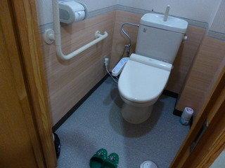トイレはウォシュレットと手すり付