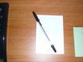 電話横のメモ帳とボールペン