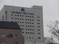 川崎駅西口から見た、東口の川崎日航ホテル
