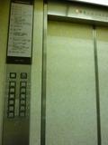 エレベーター内の様子です。