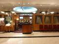 1階カフェバー デセナーレの入口風景