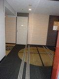 エレベーターのドアが開いた所の客室階風景