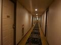 客室ドアと廊下