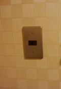 部屋のドアそばのメインスイッチ
