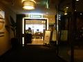 フロント階 バタフライカフェと右手はホテル入口自動ドア