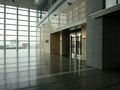 スカイシャトルエレベーターからみた15階ホテル入口風景