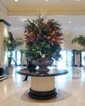 15階ロビーの豪華な生花