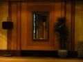 1階宴会場ロビーの鏡