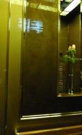 本館エレベーター内のお花