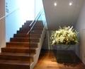 入口階段と豪華なお花(1階)