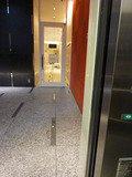 1階 エレベーターを降りた風景