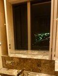 浴室からお台場の夜の海を眺める