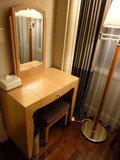 鏡台と椅子(@スイートルーム)