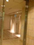 地下のエレベーターホール