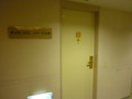 客室のドアーと案内板