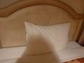 ベット備え付けの「普通の固さの枕」