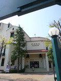 宝塚大劇場と宝塚バウホールの入口