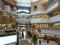 ホテル隣のショッピングアーケードSORIO1と、宝塚阪急