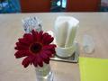 1階レストランシャンゼリゼの、テーブルの生花