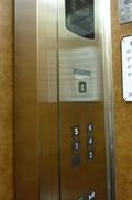 本館エレベーター内