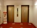 西館エレベーターホール