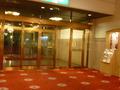 新館のホテル出入口