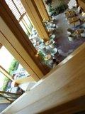 ロビーラウンジの吹き抜けを、階段より眺めました