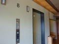 8階宝塚温泉「宝甲の御湯」のエレベーター前です