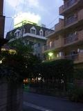 武蔵小杉駅から徒歩で狭い路地を行くと見えてくるホテル精養軒