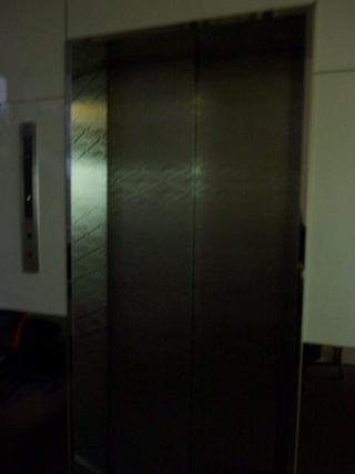 エレベーターは1台!