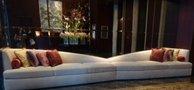 1階エレベーターホールのロビー ソファー